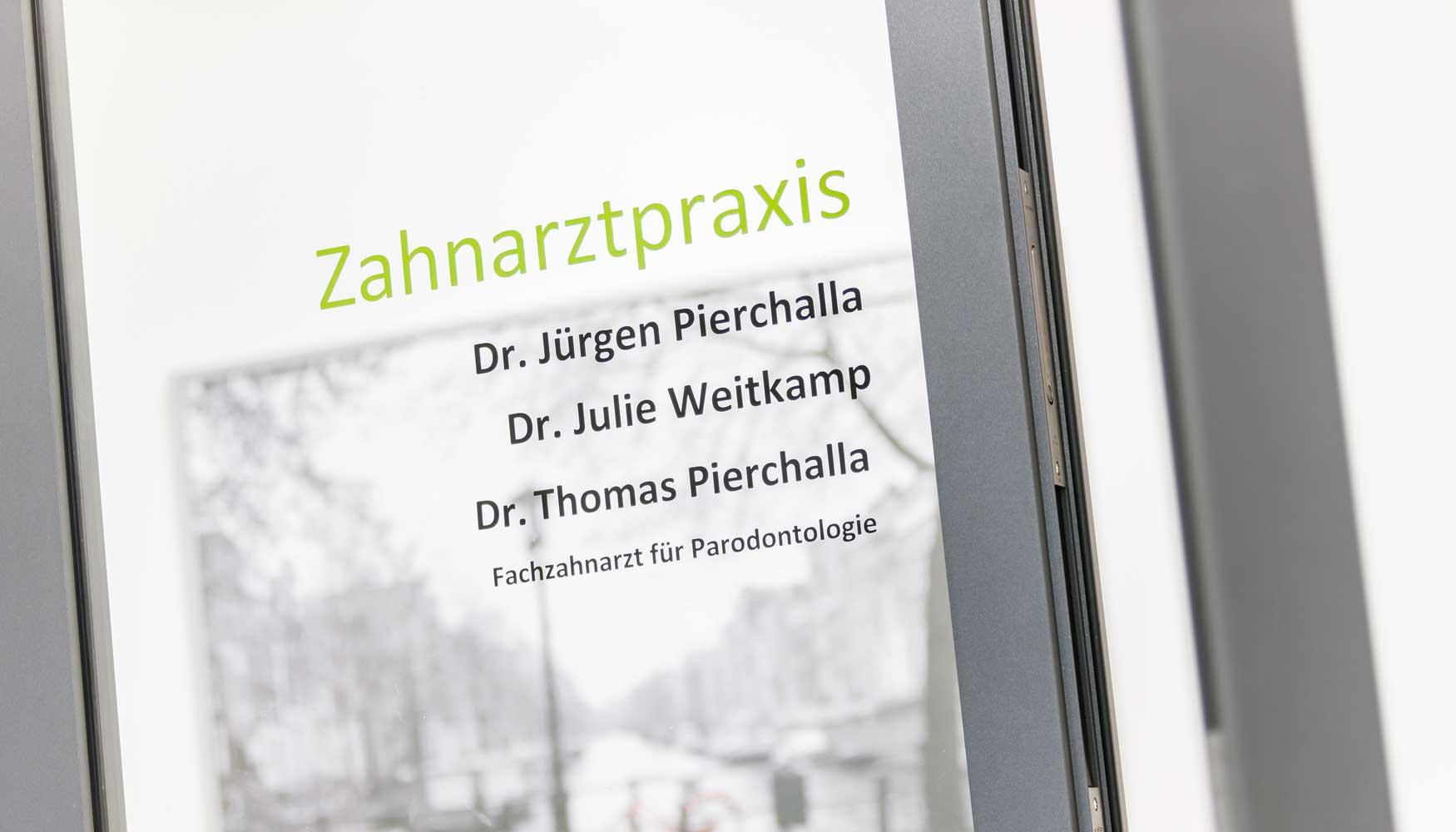 Der Eingang zur Zahnarztpraxis Pierchalla in Münster